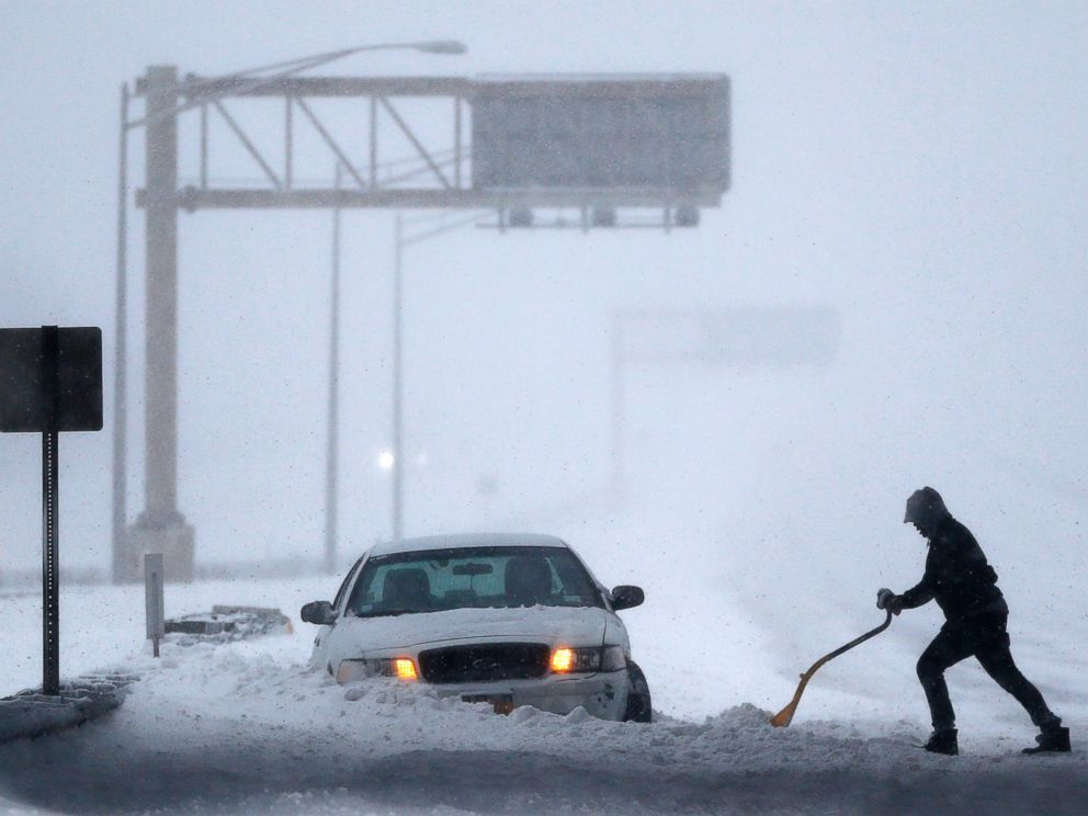 PHOTO:A motorist shovels snow to free up a vehicle on the New Jersey Turnpike during a snowstorm, Jan. 23, 2016, in Port Reading, N.J.