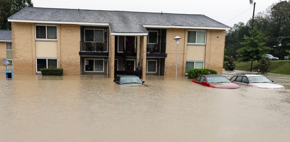 PHOTO: Cars are parked in front of a flooded apartment building in Columbia, S.C., Oct. 4, 2015.
