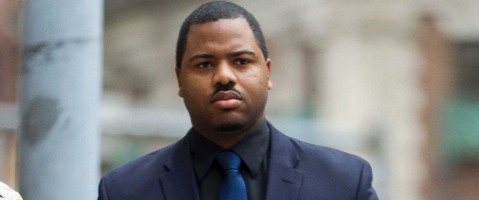 PHOTO: Officer William Porter, one of six Baltimore city police officers charged in connection to the death of Freddie Gray, arrives at the courthouse as jury deliberations continue in his trial, Dec. 16, 2015, in Baltimore.