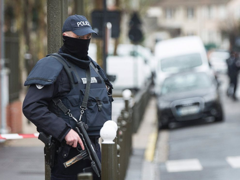 PHOTO: A police officer stands outside a building where an anti-terrorism operation took place in Argenteuil, near Paris, March, 25 2016.