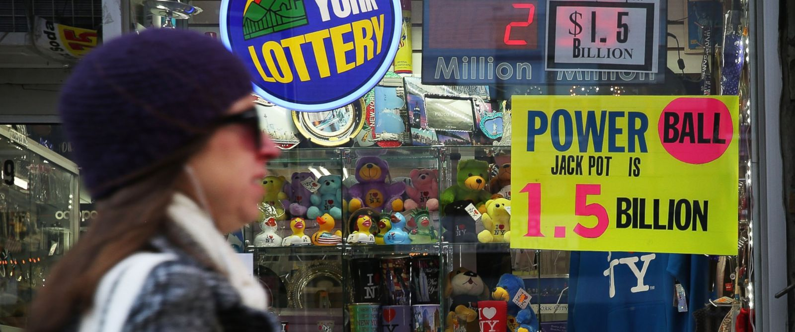 PHOTO: A sign advertises the Powerball jackpot outside of a magazine store on Jan. 13, 2016 in New York City.
