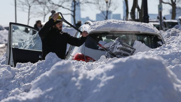 http://a.abcnews.go.com/images/US/GTY_Snow_aftermath_03_mm_160125_16x9_608.jpg