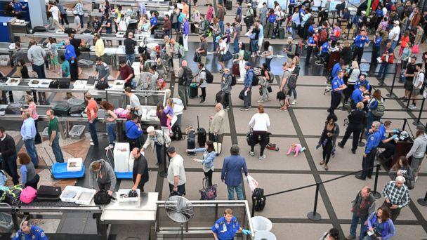http://a.abcnews.go.com/images/US/GTY_TSA_memorial_day_mm160527_16x9_608.jpg
