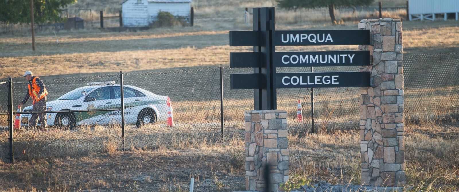 PHOTO: A police officer leaves Umpqua Community College, Oct. 2, 2015, in Roseburg, Ore.