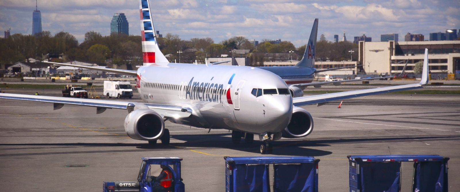 PHOTO: An American Airlines passenger aircraft arrives at the gate at LaGuardia Airport in New York, April 28, 2015.