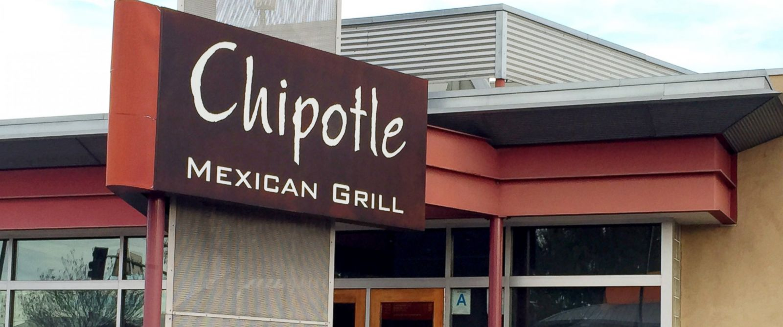PHOTO: A Chipotle Mexican Grill restaurant in Lakewood, Calif., Jan. 26, 2015.