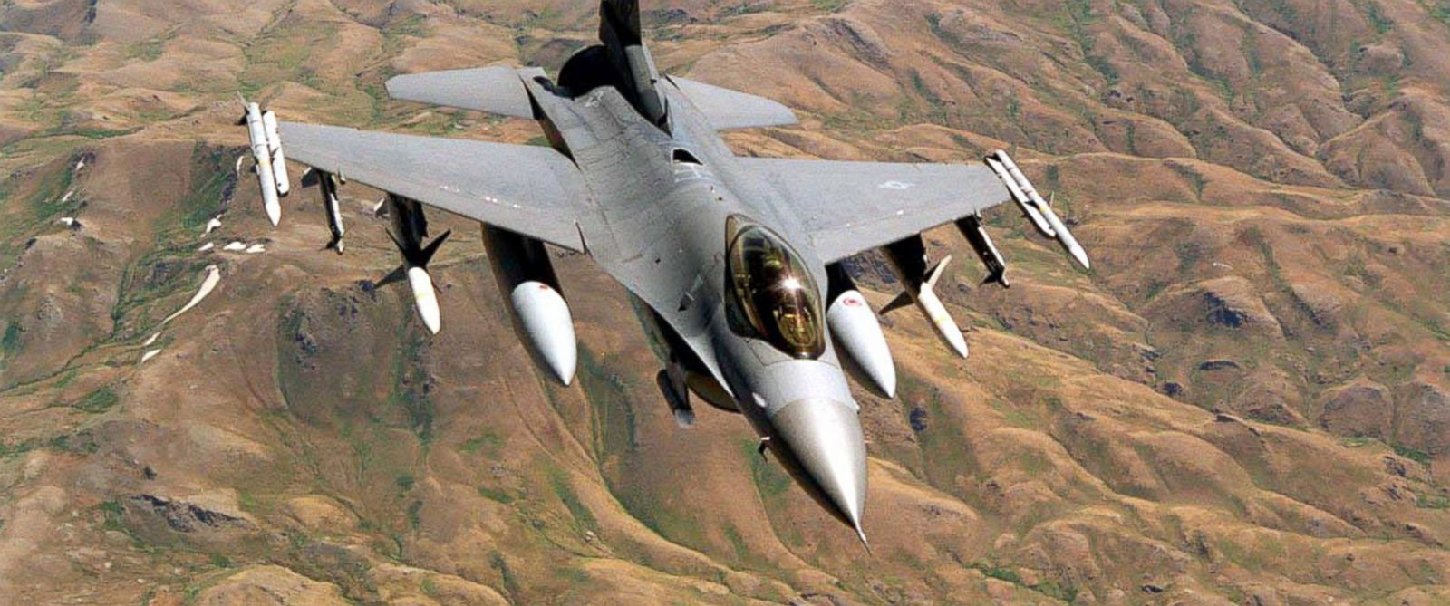 """PHOTO: This undated file image shows a U.S. Air Force F-16 on patrol over the """"No-Fly Zone"""" in Northern Iraq."""