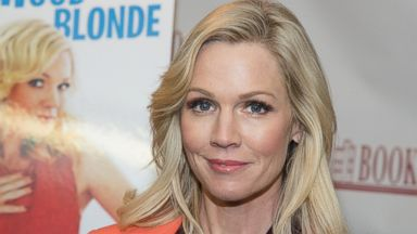 """PHOTO: Jennie Garth signs copies of her book """"Deep Thoughts From a Hollywood Blonde"""" on March 5, 2014 in Ridgewood, N.J."""