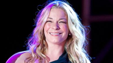 PHOTO: Singer LeAnn Rimes performs at The Hollywood Christmas Parade on Dec. 1, 2013, in Los Angeles.