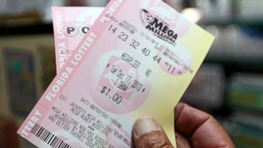 PHOTO: Richard Mcenery purchases Mega Million lottery tickets at Circle News Stand, Dec. 16, 2013 in Hollywood, Fla.