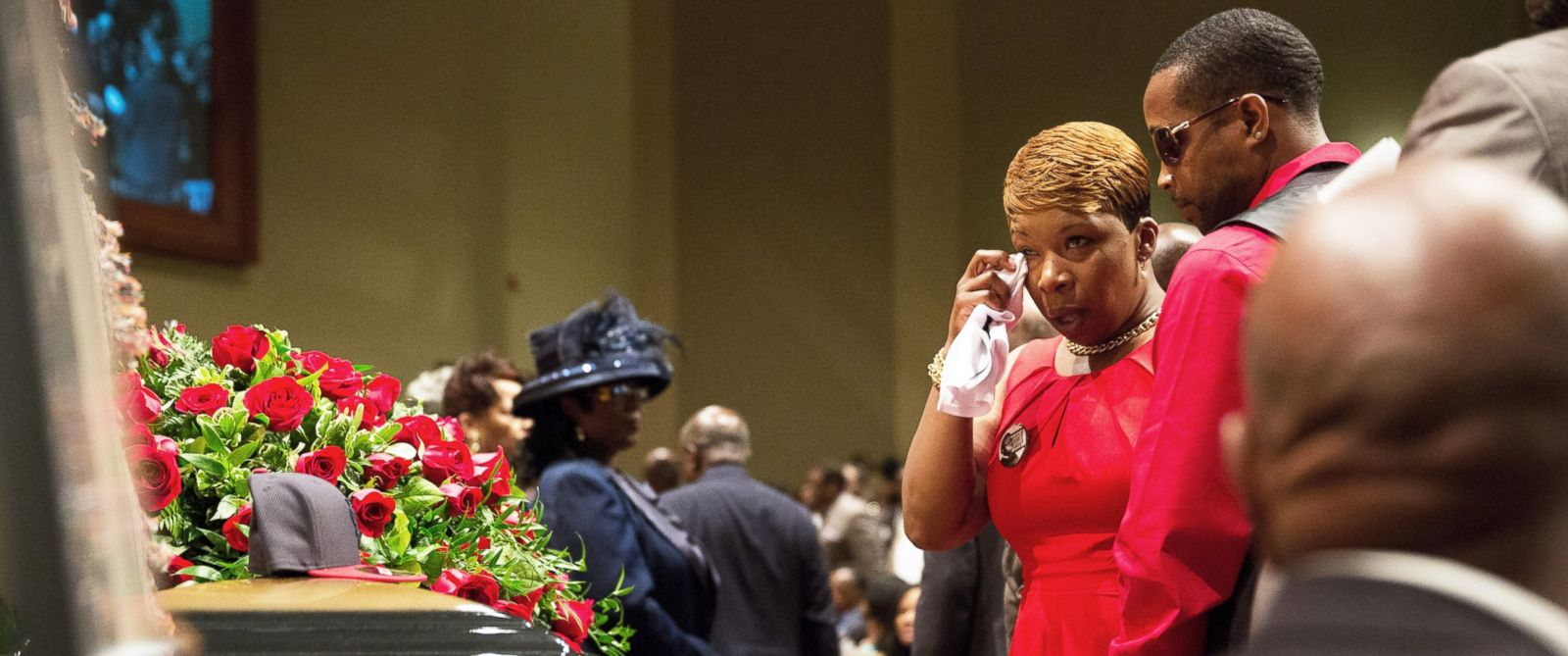PHOTO: Lesley McSpadden stands at the casket during the funeral services for her son Michael Brown inside Friendly Temple Missionary Baptist Church on Aug. 25, 2014 in St. Louis Mo.