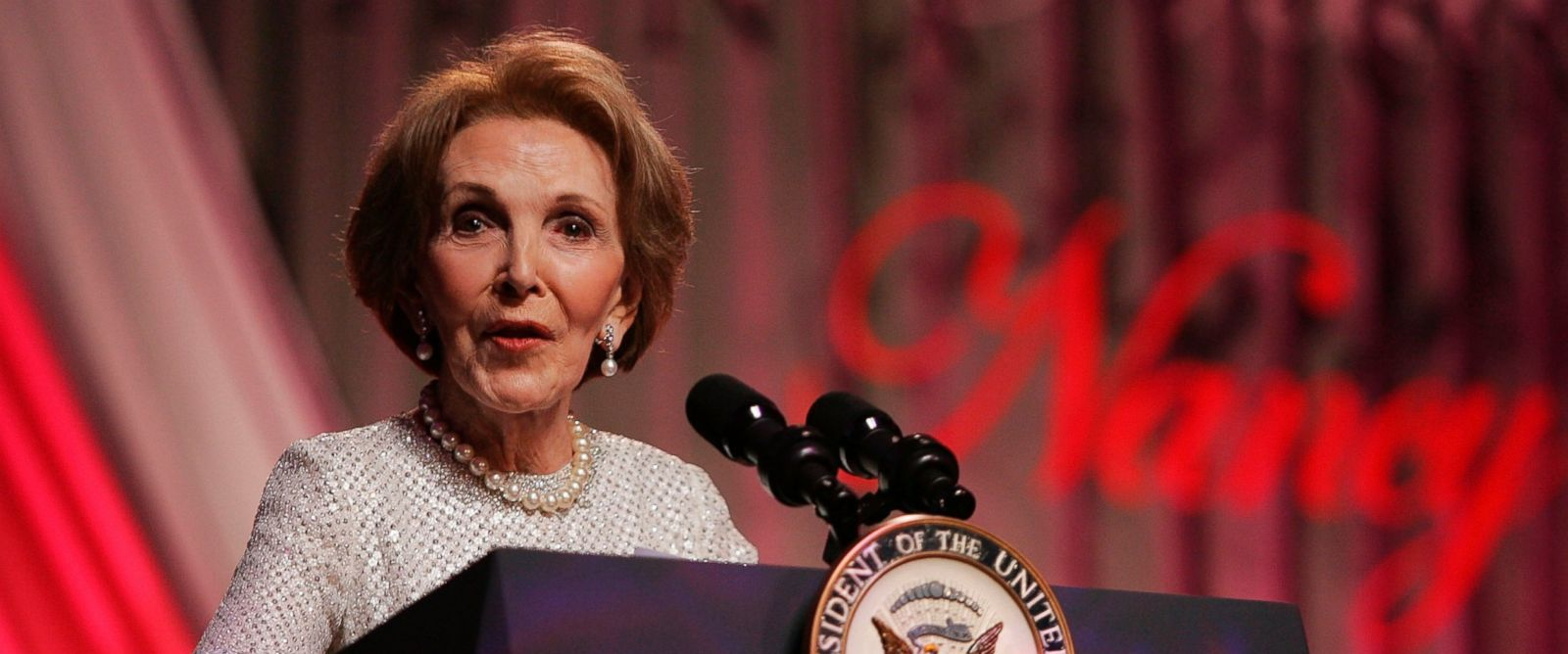 """PHOTO: Former First Lady Nancy Reagan speaks at the end of the """"A Nation Honors Nancy Reagan,"""" dinner at the Ronald Reagan Building May 11, 2005 in Washington."""
