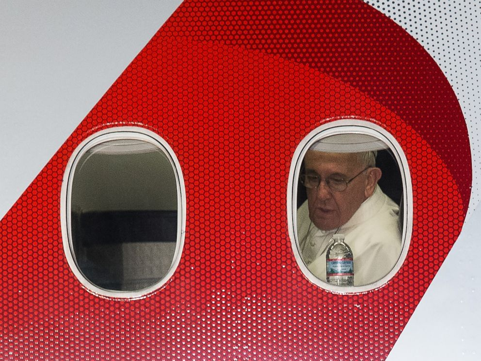 PHOTO: Pope Francis looks out the window of his plane before departing Philadelphia on Sept. 27, 2015 at the end of his six-day visit to the U.S.