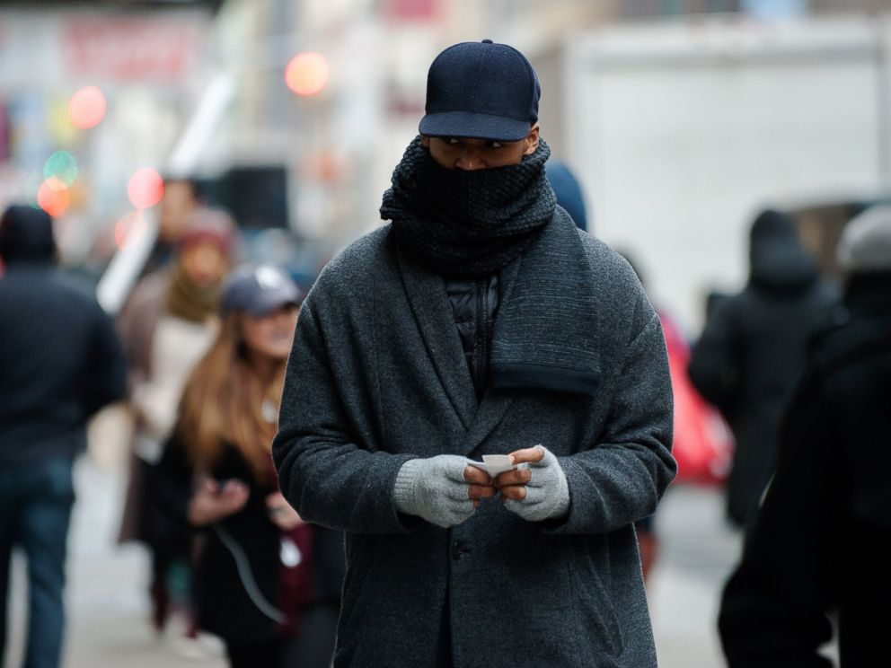 PHOTO: A pedestrian braves the cold on Houston Avenue on Jan. 22, 2016 in New York.