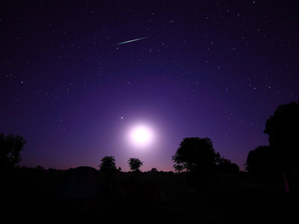 PHOTO: A Geminids meteor shower above the setting moon in Mercedes, Argentina.