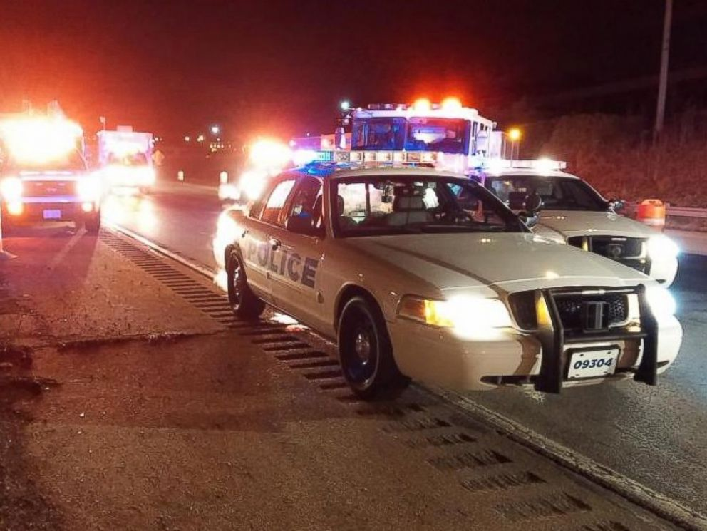 PHOTO: Authorities respond following a deadly overpass collapse in Cincinnati, Jan. 19, 2015.