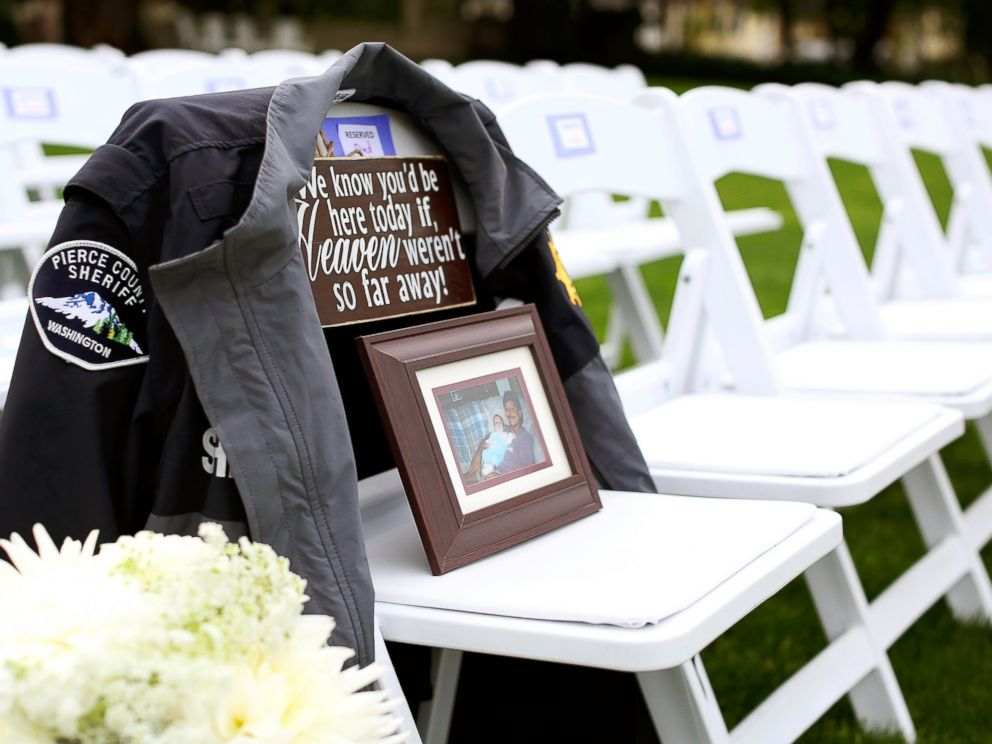 PHOTO: Angela Lyons Photography provided this photo to ABC News from Kirsten Mundells wedding day.