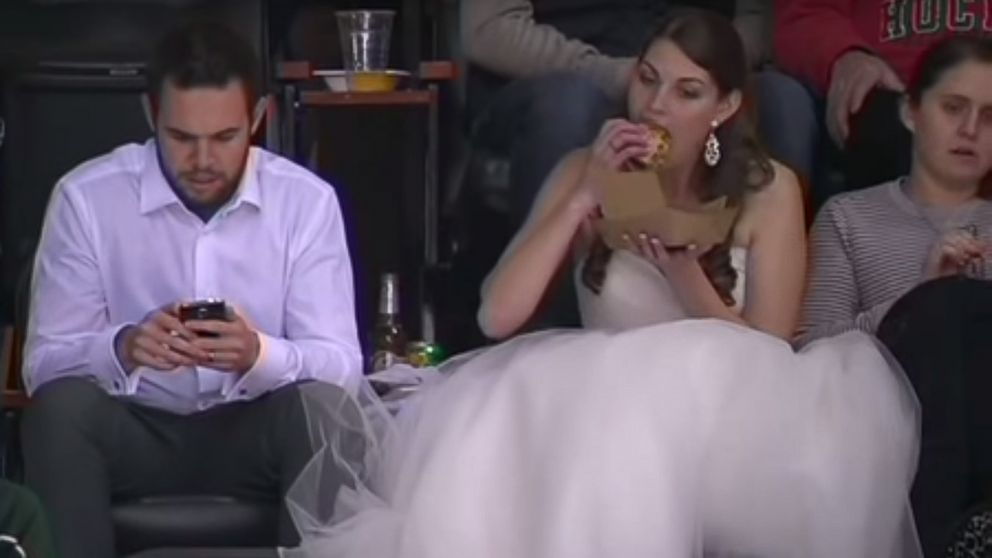 Internet Falls in Love With Bride Eating Burger in Wedding Dress at Minnesota ... - ABC News