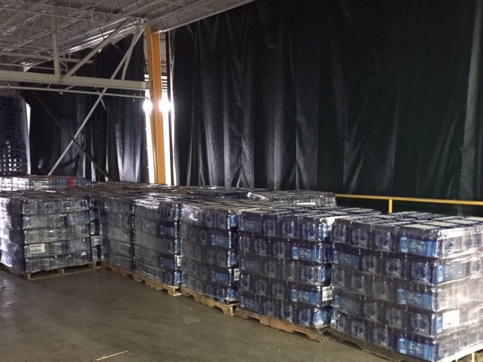 PHOTO:Dr Pepper Snapple Group donates 41,000 bottles of water to Flint, Michigan at womans request in exchange for her @DietDrPepper Twitter account.