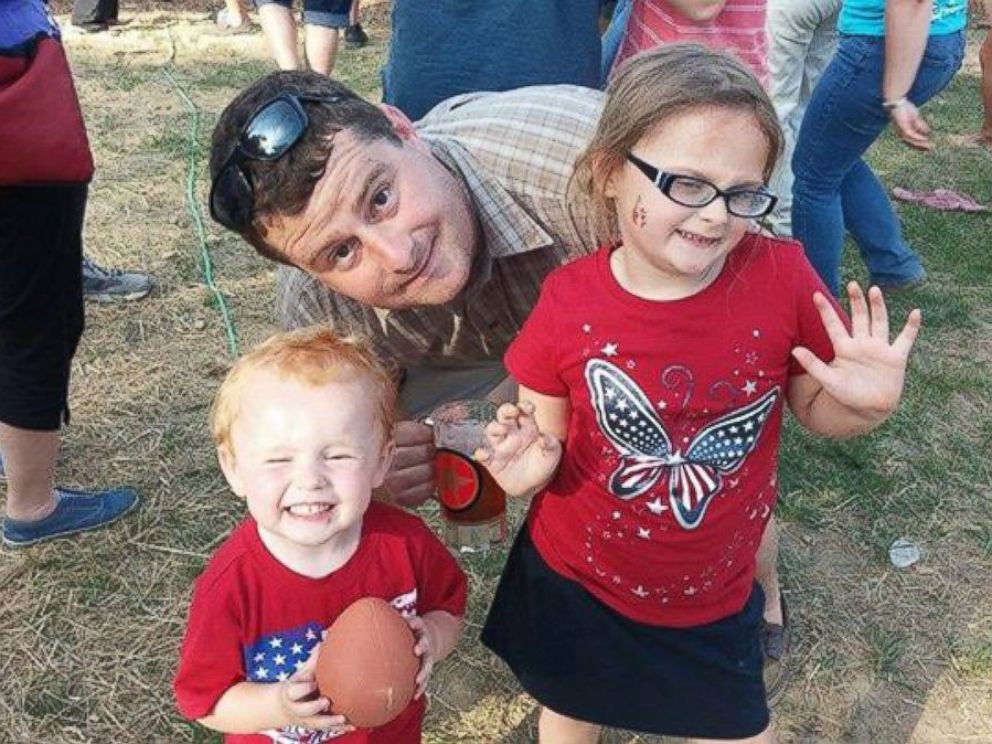 PHOTO: Ken Gemmell with his son, who died, and his daughter, who was not at home during the crash