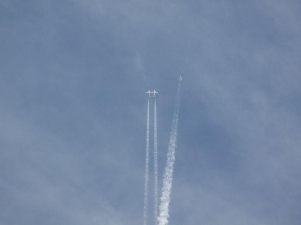 PHOTO: The Virgin Galactic spacecraft breaks up in midair as it flies over the Mojave desert