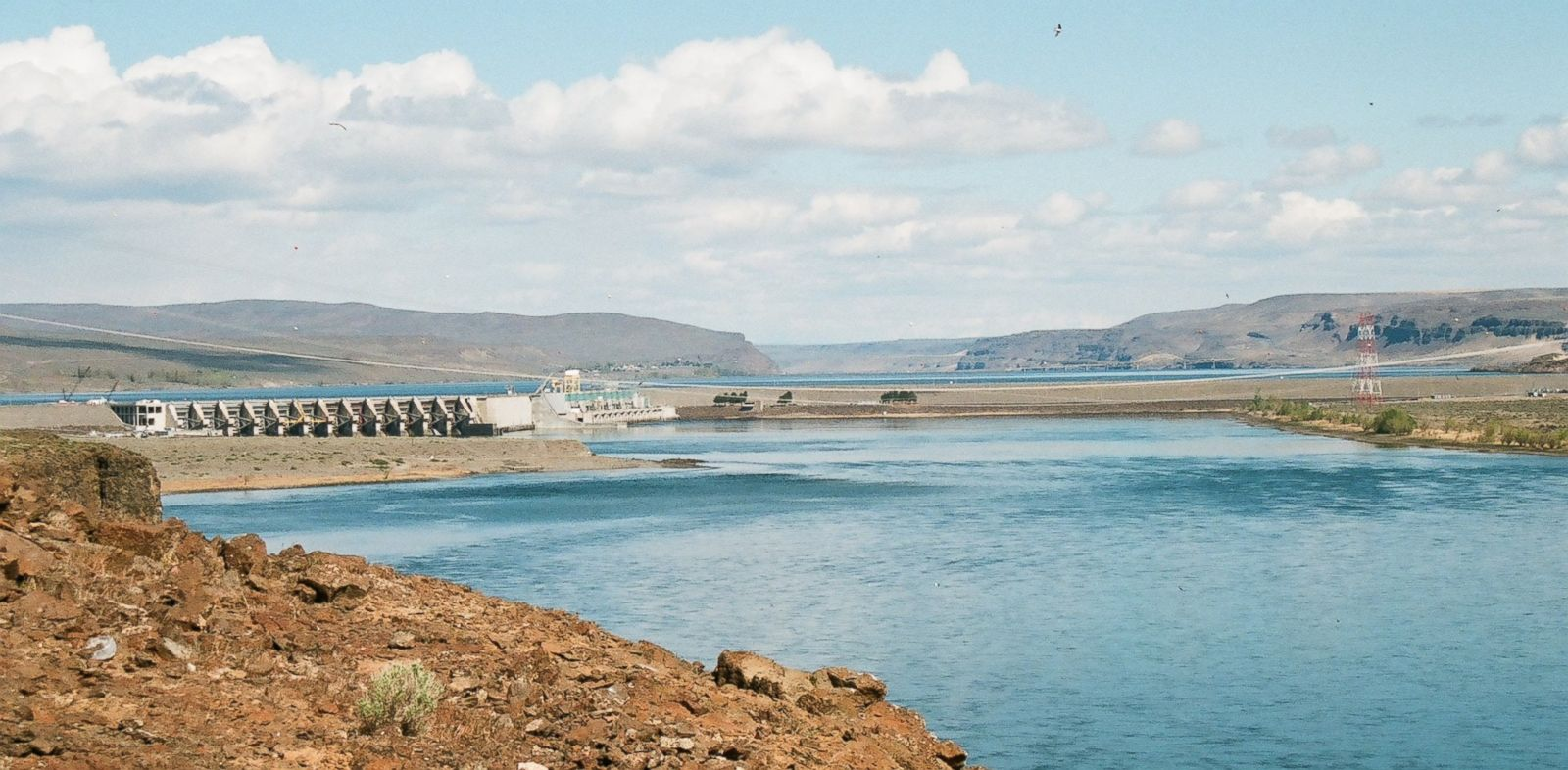 PHOTO: A crack discovered in Wanapum Dam leads to emergency procedures.