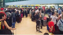 PHOTO: Long lines seen here Sunday night after a computer outage at Terminal 7 caused massive delays at John F. Kennedy Airport May 30th, 2016.