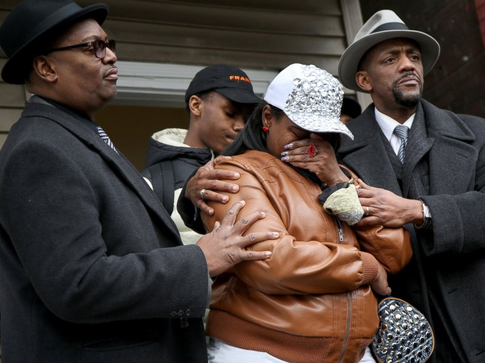 PHOTO: LaTarsha Jones, center, daughter of Bettie Jones, is comforted by family and friends during a press conference, Dec. 27, 2015, in front of the house where Bettie Jones was killed in Chicago on Saturday.