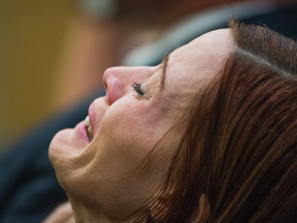 PHOTO: Tanisha Sovenson, sister of Travis Alexander, sobs as she hears a hung jury verdict in the Jodi Arias sentencing phase retrial, in Phoenix, March 5, 2015.