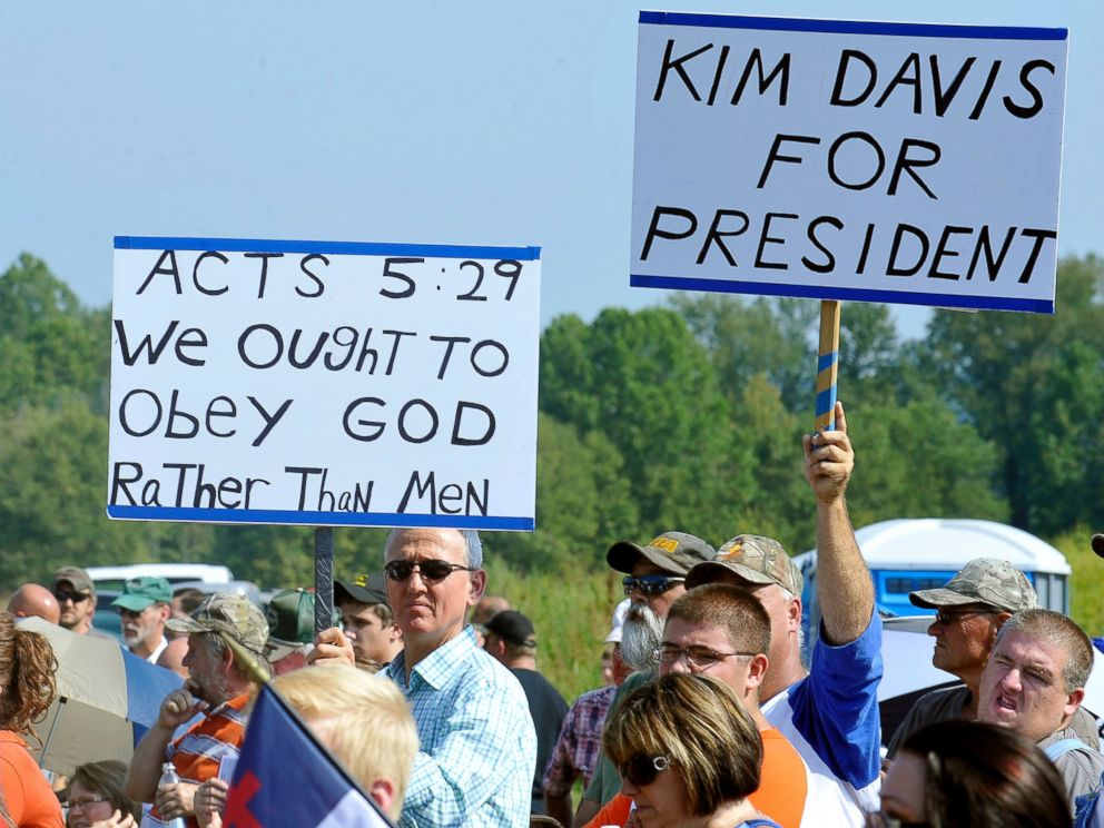 PHOTO: Supporters rally at the Carter County Detention Center for Rowan County clerk Kim Davis, who remains in jail for contempt of court in Grayson, Ky., Sept. 5, 2015.