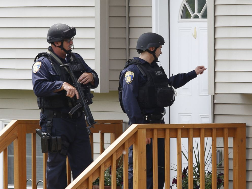 PHOTO: Law enforcement officials knock on the door of a home while searching a street near the Clinton Correctional Facility in Dannemora, New York June 10, 2015.