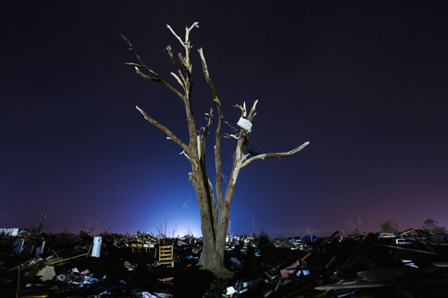 RT moore oklahoma destruction night blue tree thg 130529 wblog Haunting Night Scenes of Oklahomas Devastation