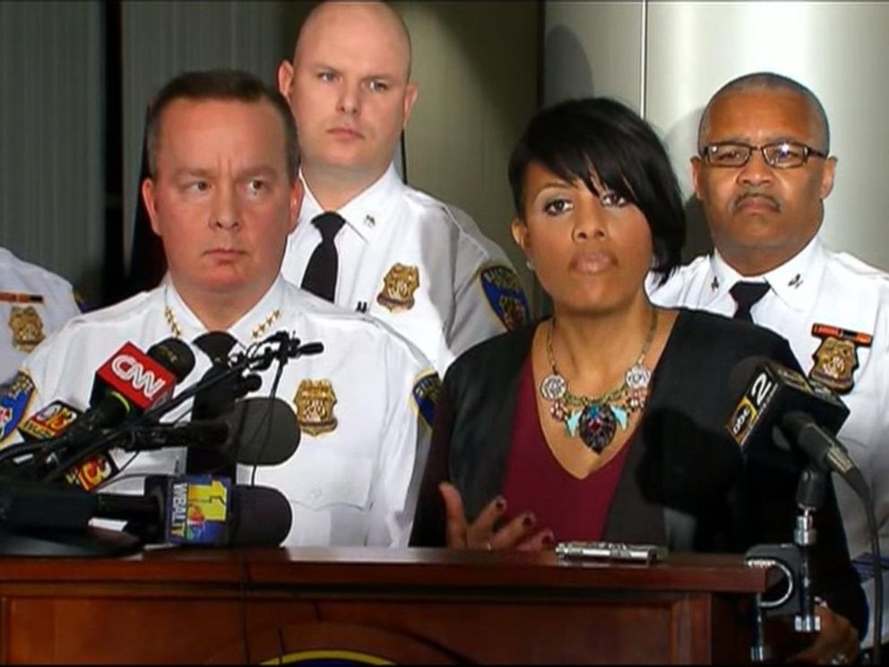 PHOTO: Mayor Stephanie Rawlings-Blake of Baltimore at a press conference alongside the chief of police, Kevin Davis, Dec. 16, 2015, in Baltimore.