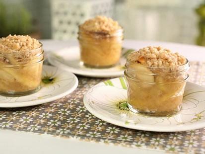 PHOTO: Little Big Towns Kimberly Schlapmans apple crisp mini pies are seen here.