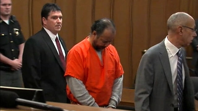 PHOTO: Ariel Castro appears in court in Cleveland, Ohio, June 11, 2013.