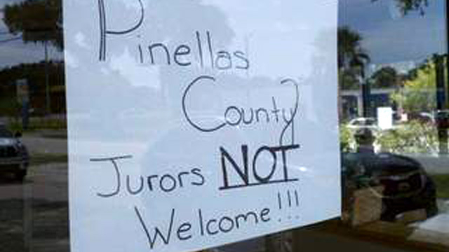 PHOTO: Sign on door of Chilis in Clearwater telling Casey Anthony jurors that they arent welcome