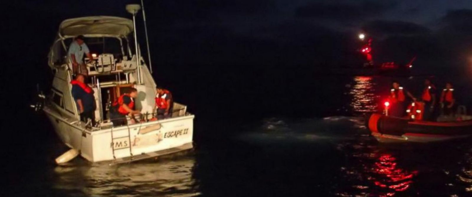 PHOTO: Rescue crews raced to help after a boat started sinking off the coast of San Diego, Aug. 30, 2014.