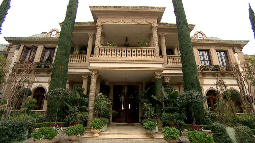 The Ultra-Rich Living Richer: L.A.'s Giga-Mansions Spark ...