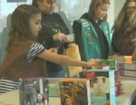 PHOTO:Two Oregon Girl Scout troops held an emergency sale after being apparently hoaxed into believing they had made a massive corporate cookie sale for 500 cases of cookies.