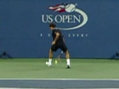 Video: Roger Federers between the legs shot.