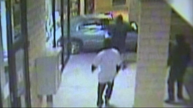 PHOTO: A pair of drive-in burglaries have California police on the hunt for four suspects who backed cars into jewelry store windows so they could grab the jewelry and run.
