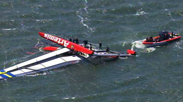 PHOTO: Capsized boat