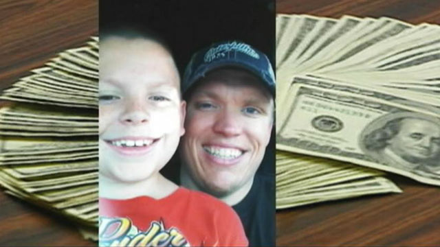 PHOTO: Tyler Schaefer found $10,000 in a hotel drawer in the Hilton Airport Hotel in Kansas City, Missouri.