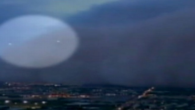 VIDEO: Airplanes Mistaken for UFOs in Dust Cloud