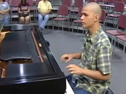Video: Austistic teen taught himself how to play the piano.
