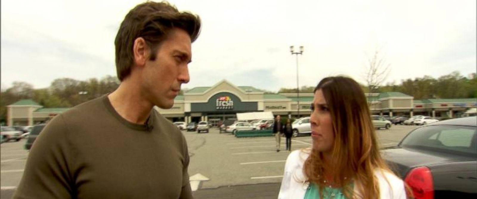 PHOTO: ABCs David Muir (left) talks with Jennifer (right), a New Jersey woman who was the target of a murder-for-hire plot.