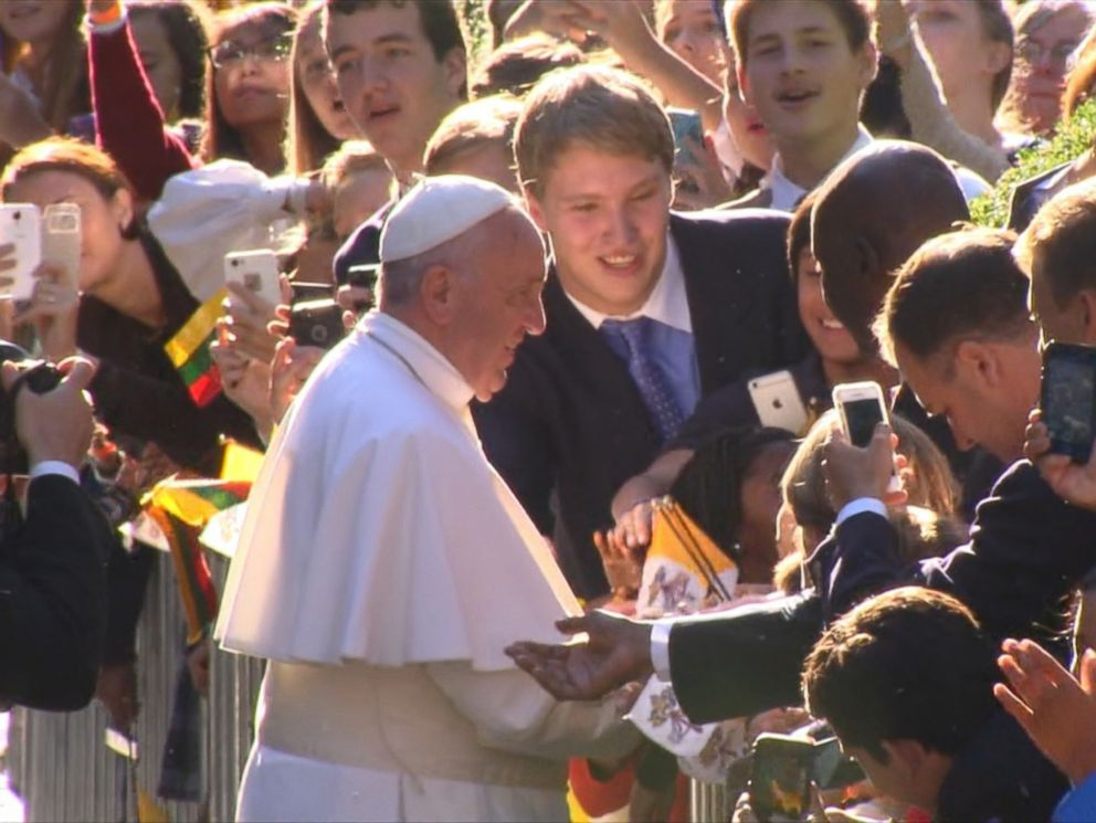 PHOTO: Pope Francis is greeted by a crowd in Washington, D.C. on Sept. 23, 2015.