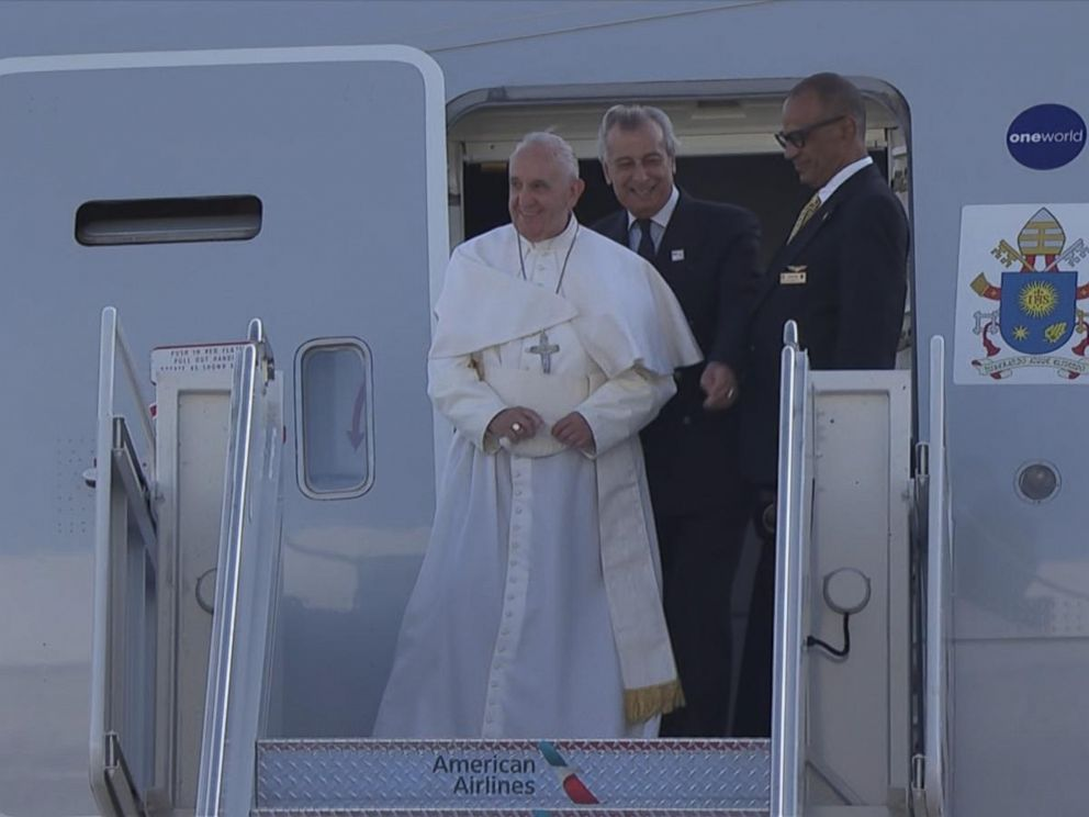 PHOTO: Pope Francis arrives in New York at JFK airport, Sept. 24, 2015.