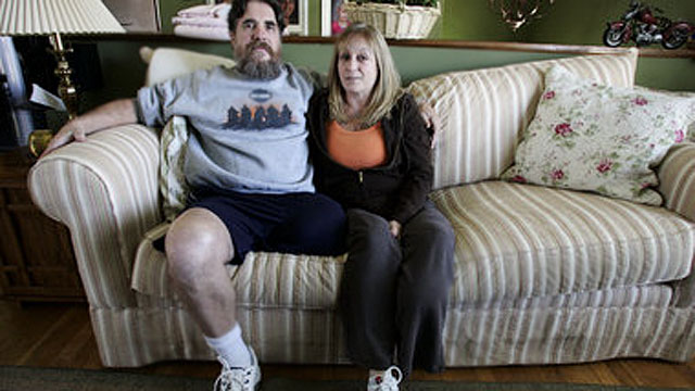 PHOTO: Linda and David Kubert, shown in this 2009 file photo, who each had part of a leg amputated after a crash in Morris County with a texting teenager.