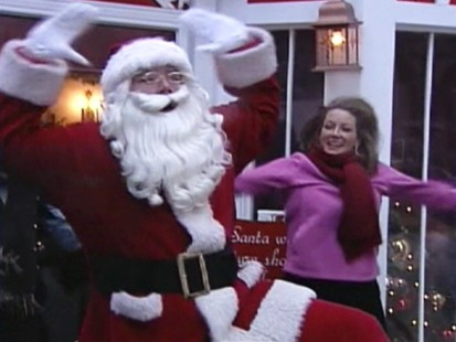 VIDEO: Santa exercising in Chicago.
